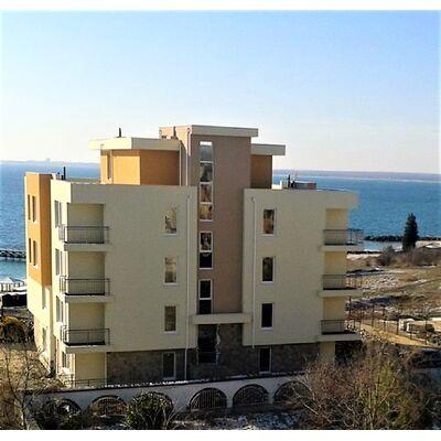 """ID936 Двухкомнатная квартира с видом на море в жилом доме """" Вилла Конти """" Равда"""