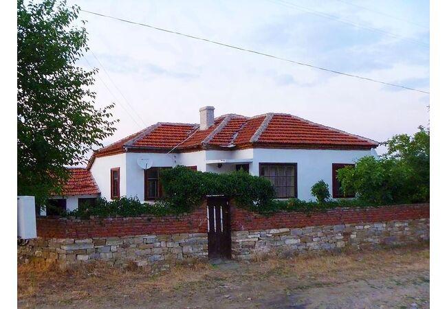 ID289 Одноэтажный дом, с.Карнобат