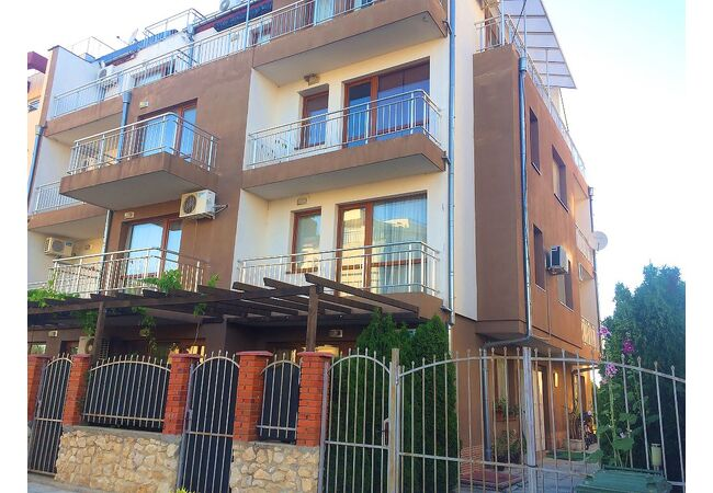 ID544 Студия для постоянного проживания в жилом доме, Равда