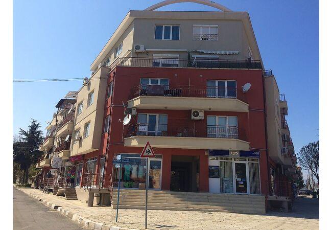 ID547 Апартамент с одной спальней в жилом доме, Равда