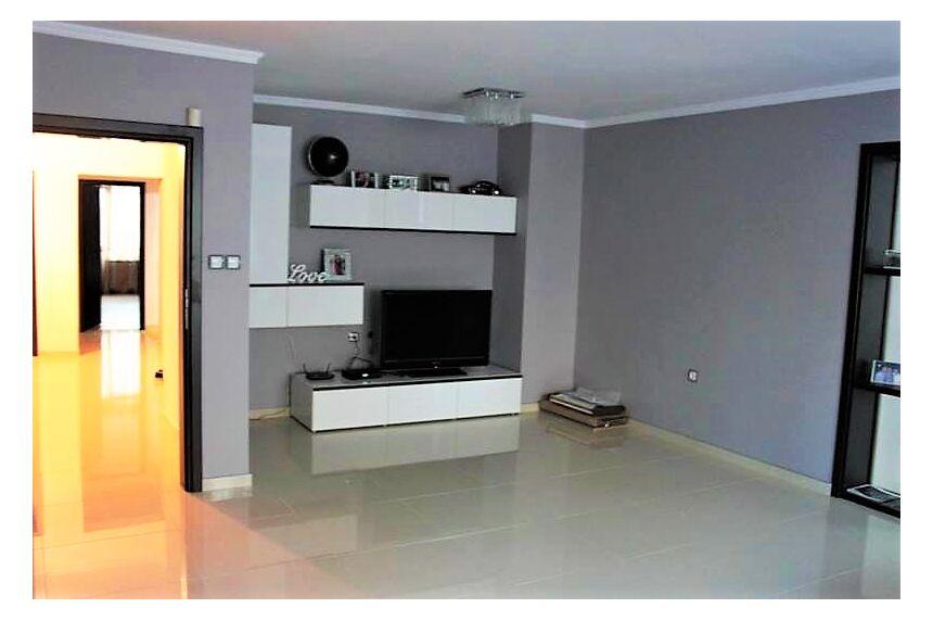 ID712 Четырехкомнатная квартира в комплексе Лазур