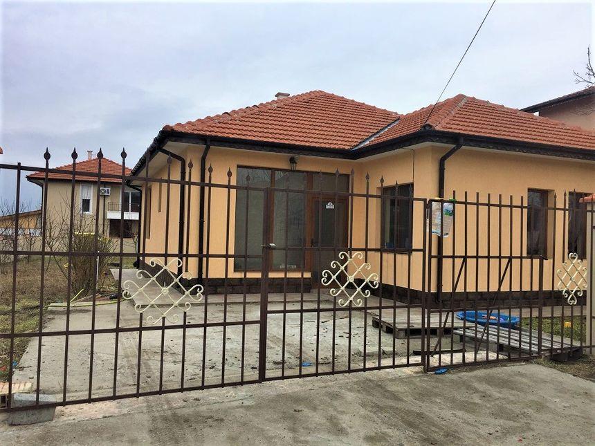 ID1146 Дом с участком земли в селе Каменар