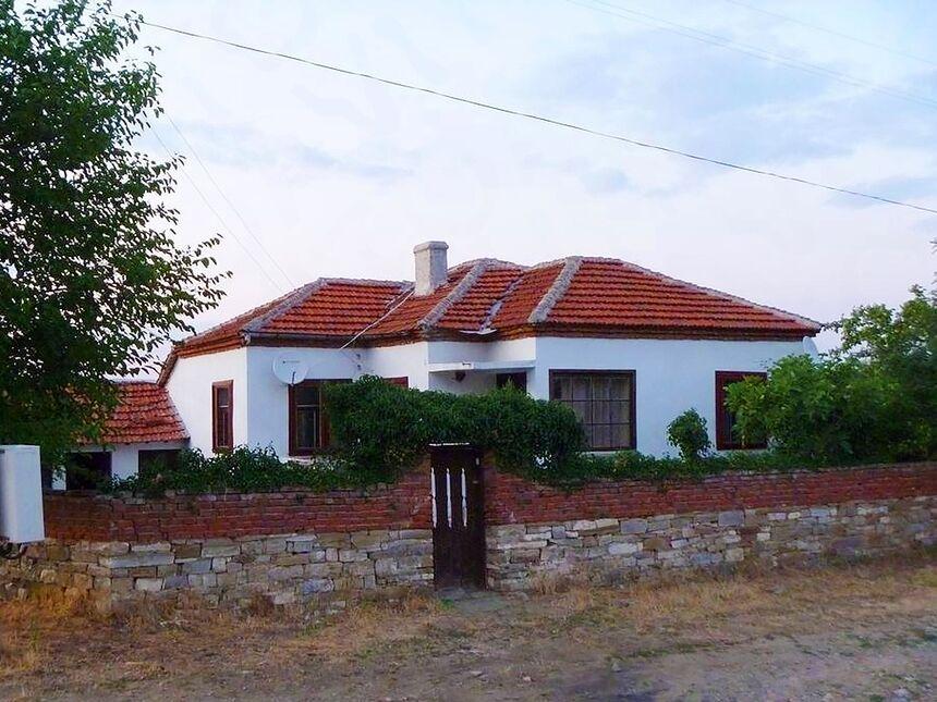 ID289 Одноэтажный дом в Карнобат