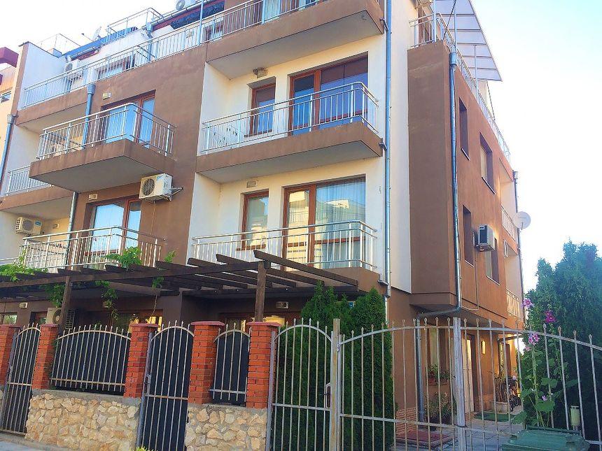 ID544 Студия для постоянного проживания в жилом доме в Равде