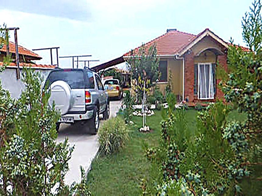 ID551 Дом с участком земли в Каменар